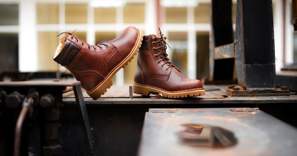 Men's working boots with oil pull up leather